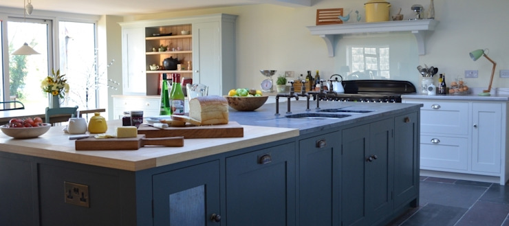 Bespoke Farmhouse Kitchen Wiejska kuchnia od Luxmoore & Co Wiejski