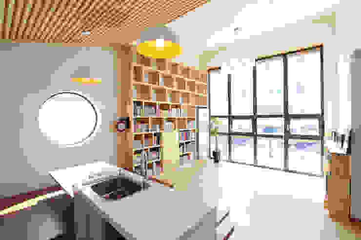 モダンデザインの リビング の 주택설계전문 디자인그룹 홈스타일토토 モダン