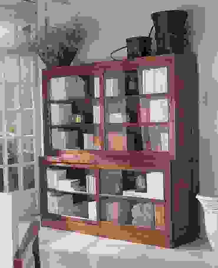 Librería Vitrina Colonial Asian:  de estilo colonial de Paco Escrivá Muebles, Colonial