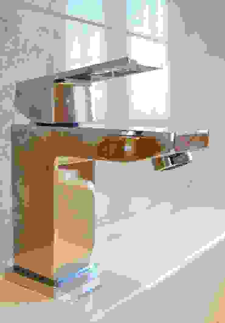 Polished Marble En Suite - Grohe Basin Mixer Modern bathroom by Loveridge Kitchens & Bathrooms Modern