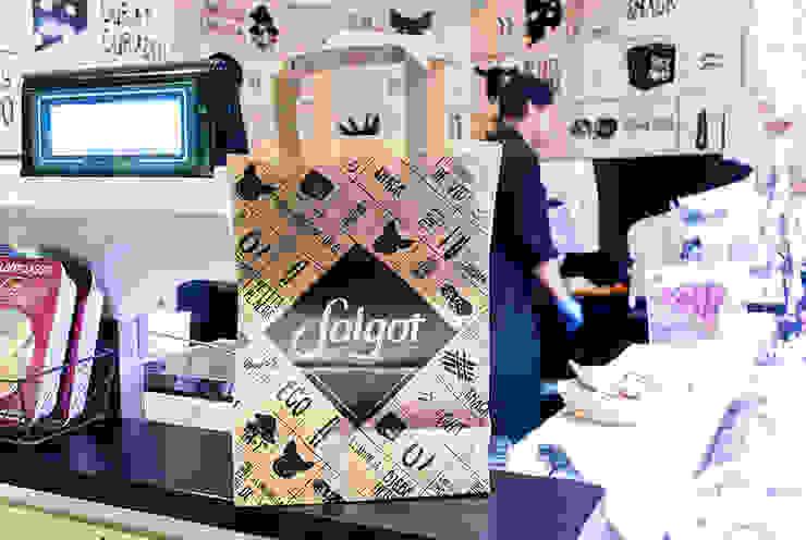 Tienda de embutidos Salgot y quesos Betara en El Corte Inglés de Plaza Catalunya, Barcelona. Gastronomía de estilo moderno de Trestrastos Moderno