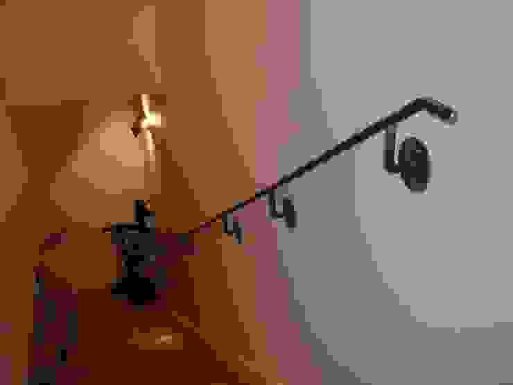 Main courante en acier rond . ATELIER MACHLINE Escalier