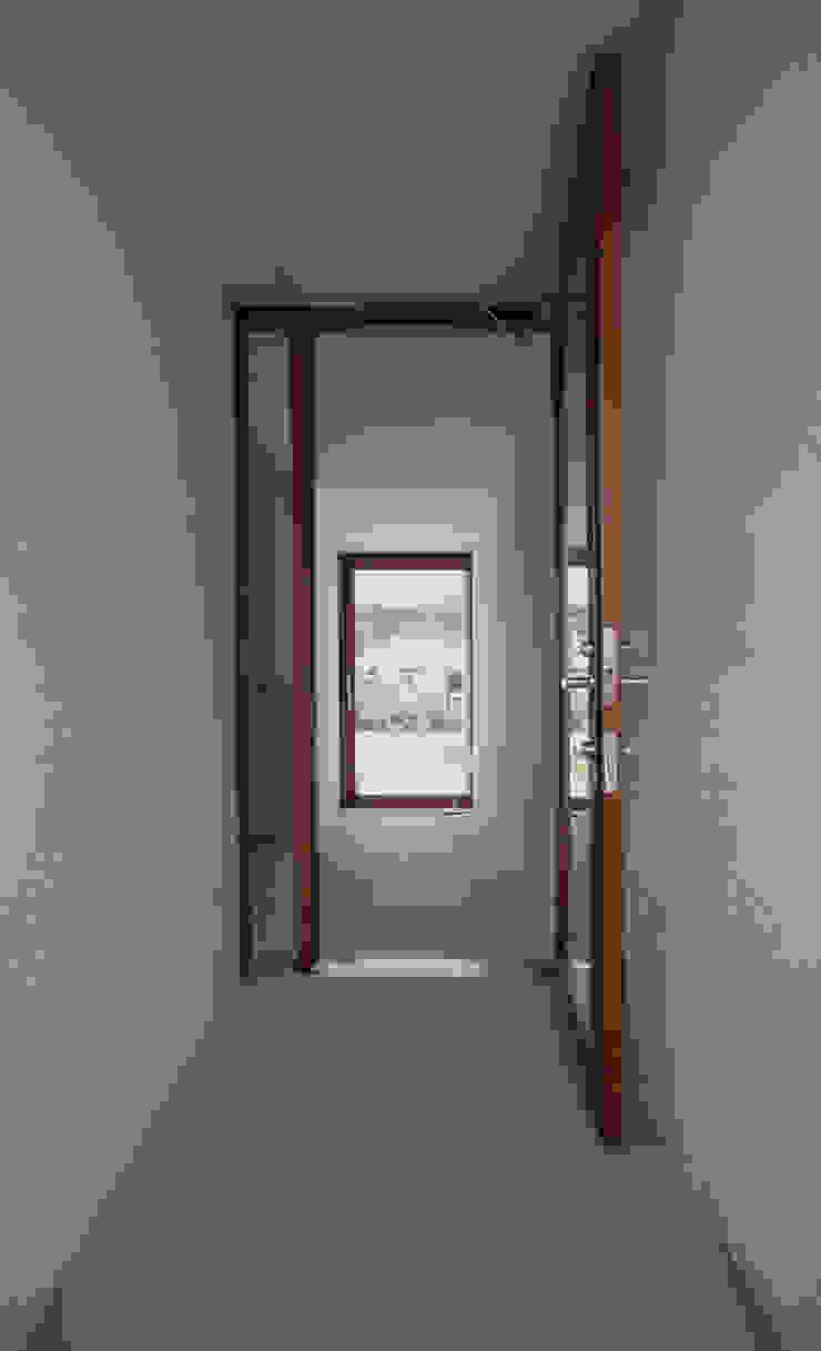 高山の家 モダンスタイルの 玄関&廊下&階段 の 深山知子一級建築士事務所・アトリエレトノ モダン