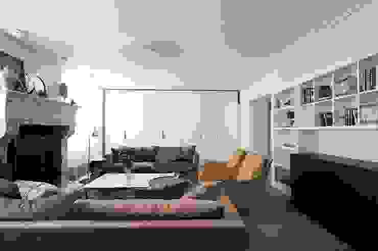 Квартира 120 кв.м. на ул. Комарова, Москва Гостиные в эклектичном стиле от Дизайн-бюро Галины Микулик Эклектичный