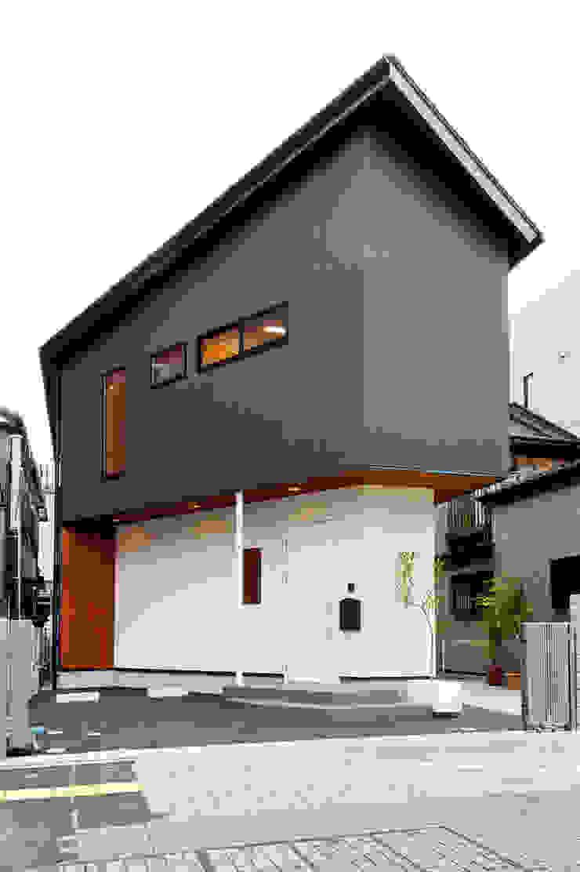 大通りからの外観 オリジナルな 家 の アルキテク設計室 オリジナル