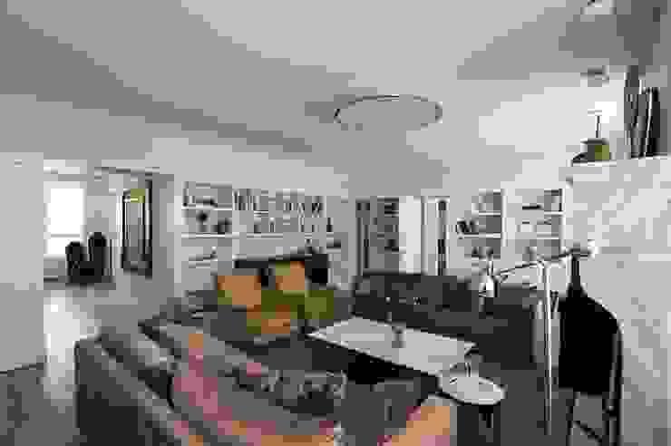 Квартира 120 кв.м. на ул. Комарова, Москва: Гостиная в . Автор – Дизайн-бюро Галины Микулик, Эклектичный