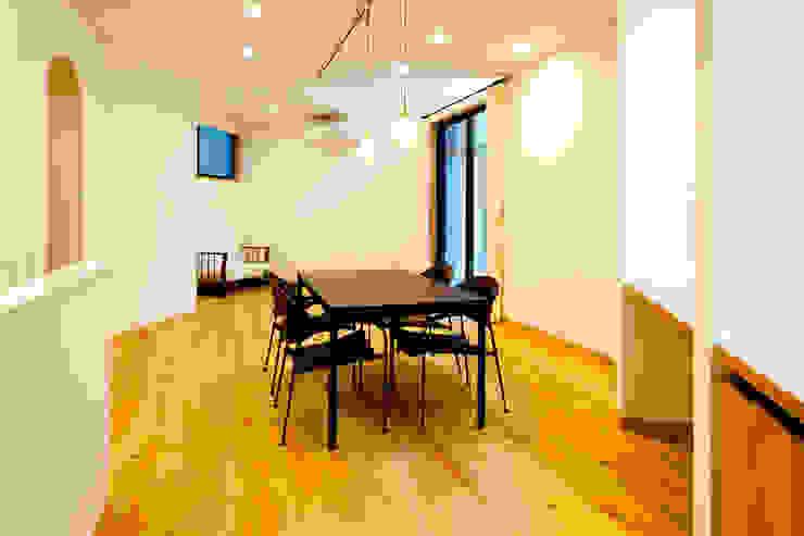 家族の集まる部屋 モダンデザインの ダイニング の アルキテク設計室 モダン