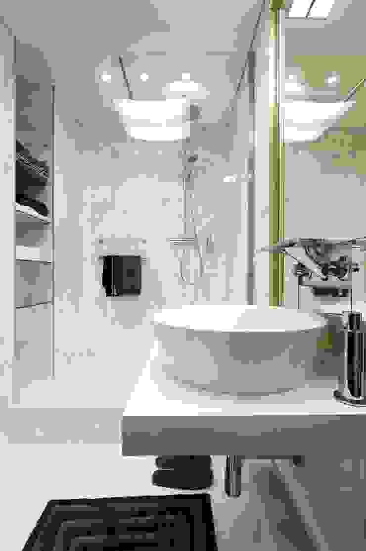 Квартира 120 кв.м. на ул. Комарова, Москва Ванная комната в эклектичном стиле от Дизайн-бюро Галины Микулик Эклектичный