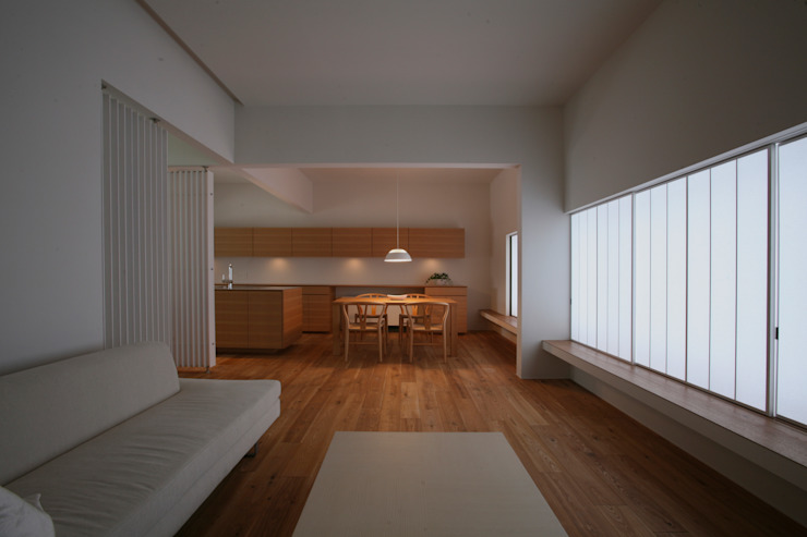 高山の家 モダンデザインの リビング の 深山知子一級建築士事務所・アトリエレトノ モダン