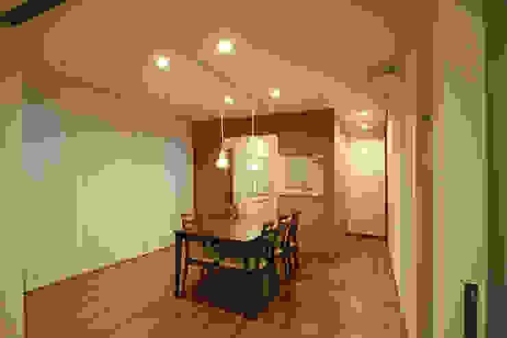 コルクBOX オリジナルデザインの リビング の 三浦喜世建築設計事務所 オリジナル