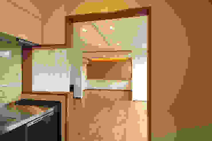 에클레틱 거실 by 三浦喜世建築設計事務所 에클레틱 (Eclectic)