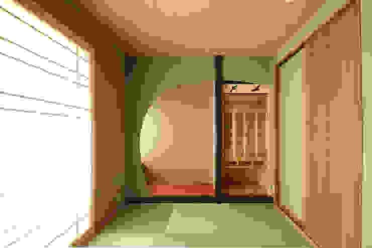 에클레틱 벽지 & 바닥 by 三浦喜世建築設計事務所 에클레틱 (Eclectic)