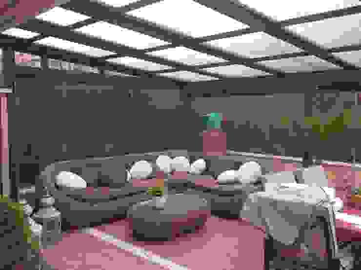 Techo móvil y cortinas de vidrio CERRAMIENTOS ALUMEN&MUÑOZ S.L Jardines de invierno de estilo minimalista