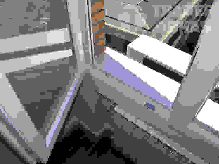 モダンな 窓&ドア の Traber Obras モダン