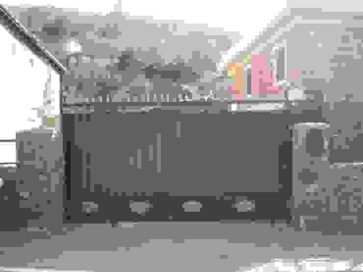 Kcc yapı dekarasyon – Bahçe Kapısı: modern tarz , Modern