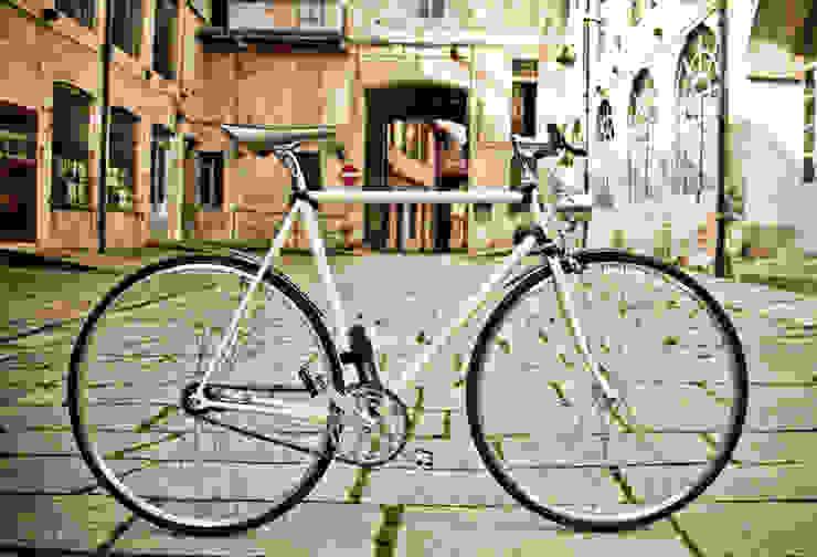 Pagani Bike 402 Complesso d'uffici in stile industrial di Pagani Bike Industrial