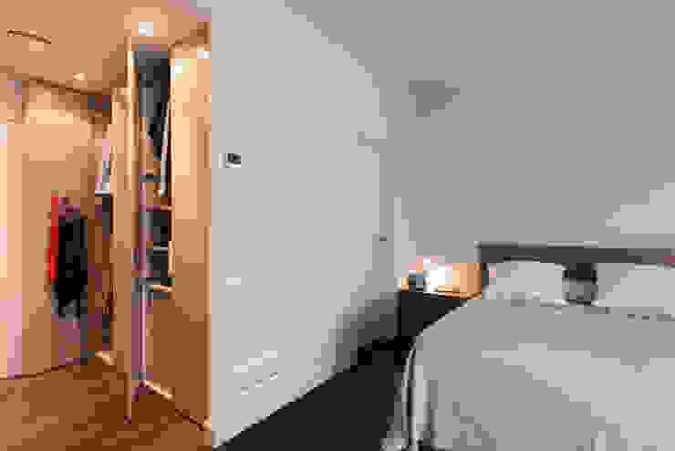 Reforma integral calle Moscou Dormitorios de estilo moderno de Standal Moderno