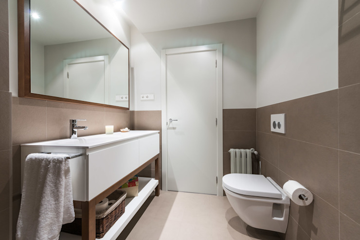 Modern bathroom by Standal Modern