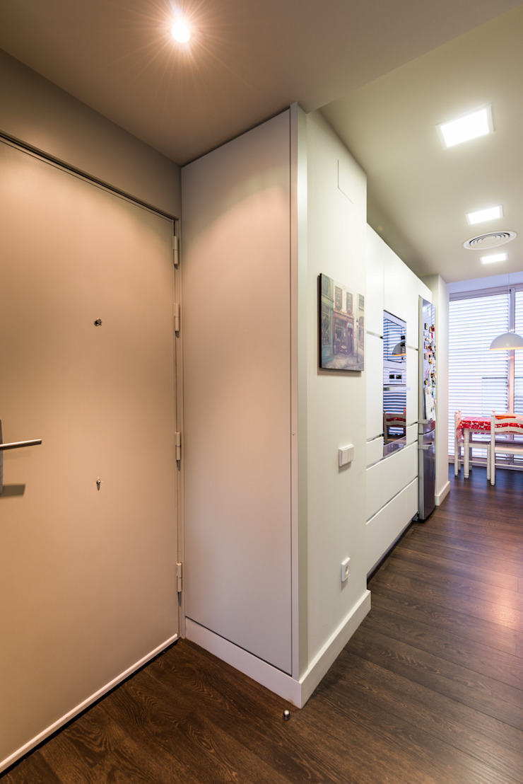 Modern Corridor, Hallway and Staircase by Standal Modern