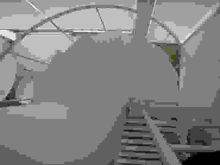 愛車と暮す家 オリジナルスタイルの 玄関&廊下&階段 の たわら空間設計㈲ オリジナル