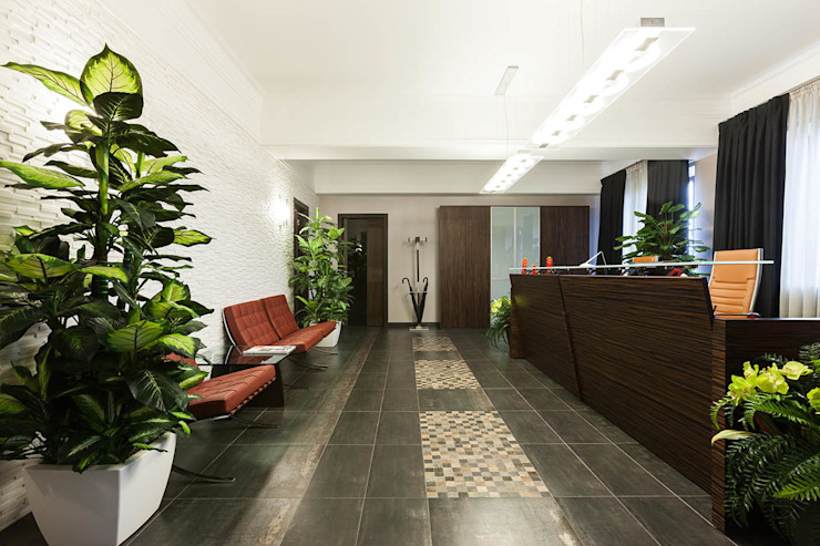 Офис с камином. Коридор, прихожая и лестница в эклектичном стиле от Дизайн интерьера Проценко Андрея Эклектичный
