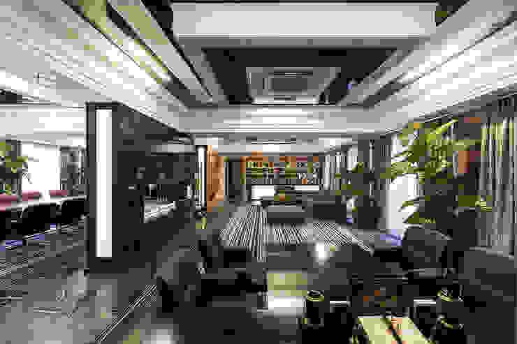 Офис с камином. Рабочий кабинет в эклектичном стиле от Дизайн интерьера Проценко Андрея Эклектичный
