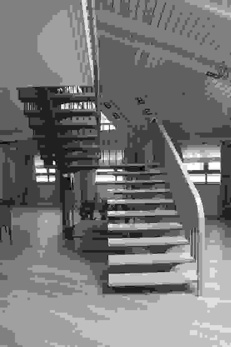 квартира в Москве на Поварской ул Гостиная в стиле лофт от YURTOV STUDIO Лофт