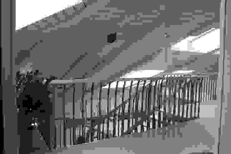 квартира в Москве на Поварской ул Коридор, прихожая и лестница в стиле лофт от YURTOV STUDIO Лофт