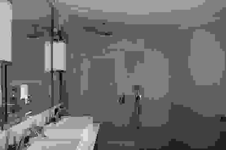 квартира в Москве на Поварской ул Ванная комната в эклектичном стиле от YURTOV STUDIO Эклектичный