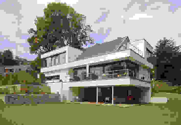 Architektenhaus mit Satteldach Moderne Häuser von homify Modern