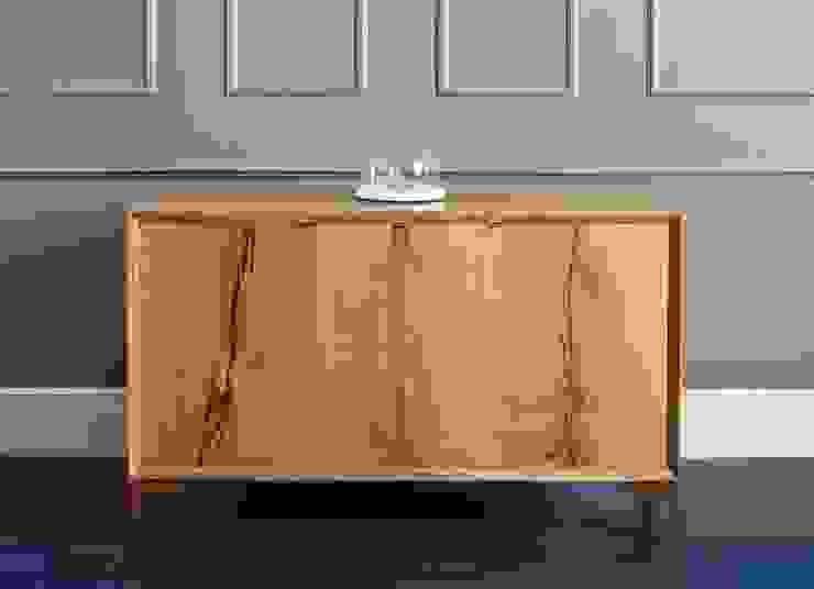 Three door oak credenza: classic  by muto, Classic