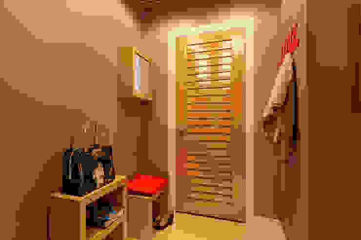 Квартира в ЖК «Ленсоветовский» Коридор, прихожая и лестница в стиле минимализм от Geometrium Минимализм