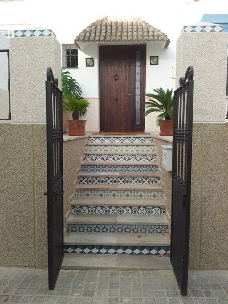 Suelos Hidráulicos Demosaica Classic style corridor, hallway and stairs