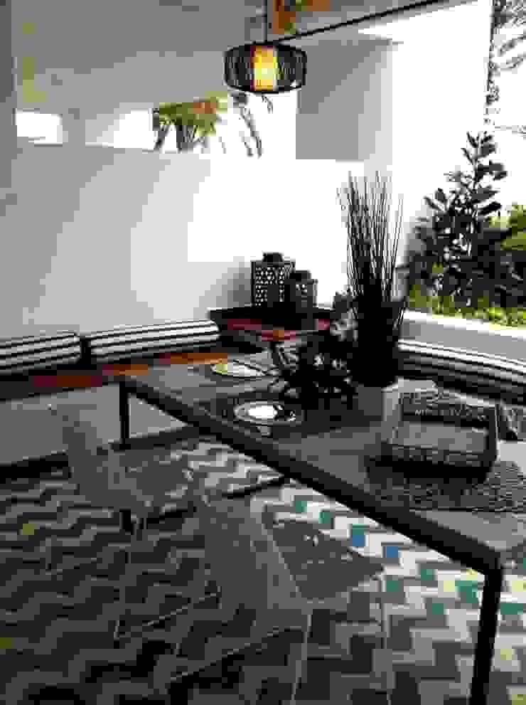 Salones Jardines de estilo clásico de Suelos Hidráulicos Demosaica Clásico