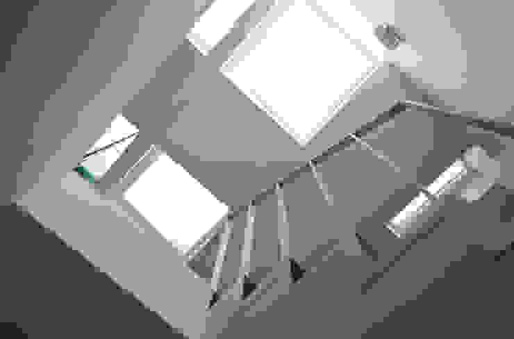Scale e lucernario Ingresso, Corridoio & Scale in stile minimalista di PLANAIR ® Minimalista