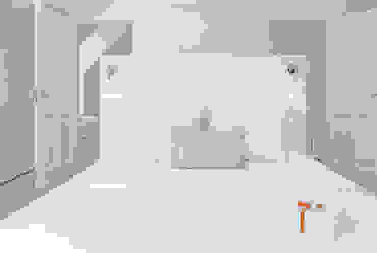 Woonhuis Bergen Minimalistische slaapkamers van By Lenny Minimalistisch
