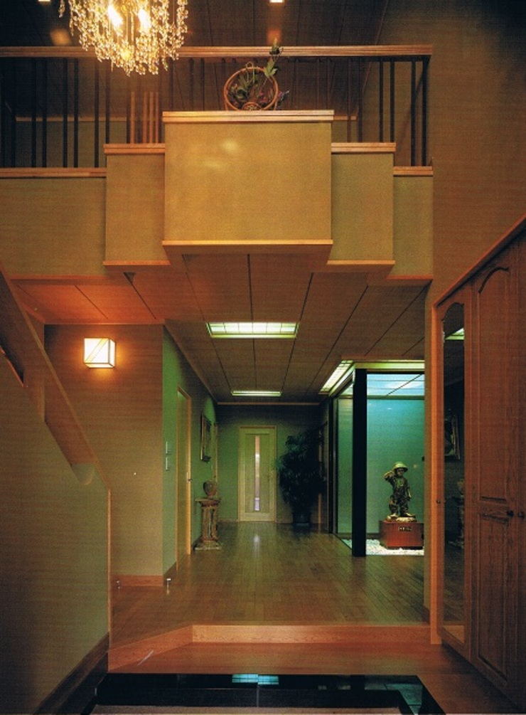 Classic style corridor, hallway and stairs by 株式会社 山本富士雄設計事務所 Classic Wood Wood effect