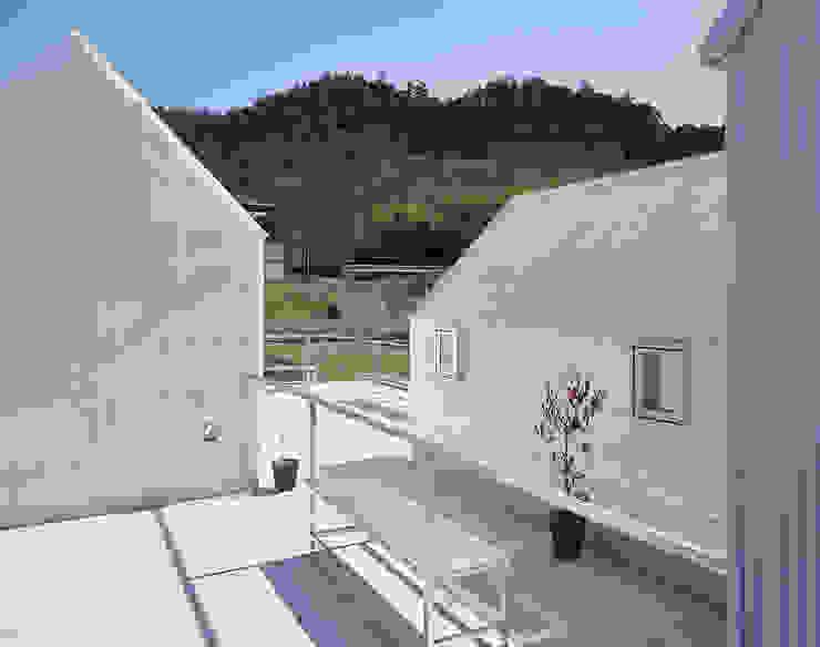 山崎町の住居 オリジナルデザインの テラス の 島田陽建築設計事務所/Tato Architects オリジナル
