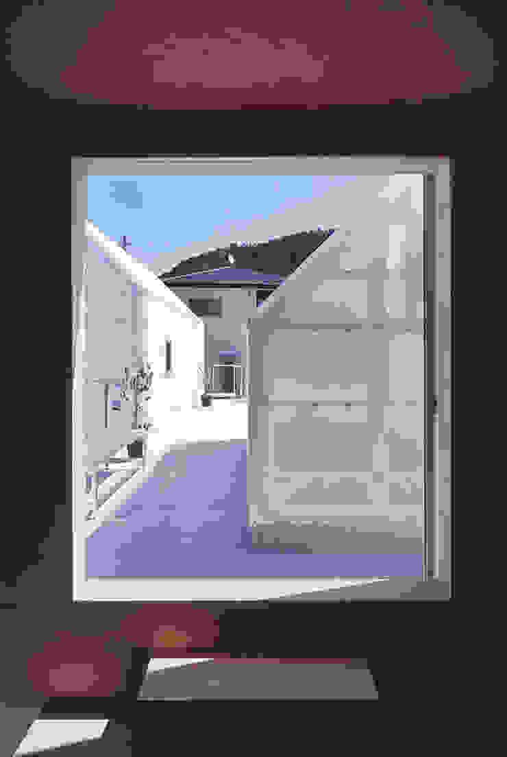 House in Yamasaki Balcon, Veranda & Terrasse minimalistes par 島田陽建築設計事務所/Tato Architects Minimaliste