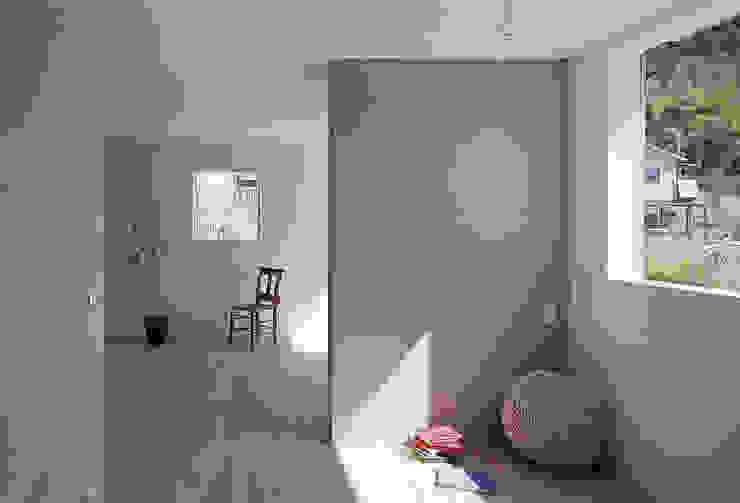 House in Yamasaki Minimalist corridor, hallway & stairs by 島田陽建築設計事務所/Tato Architects Minimalist