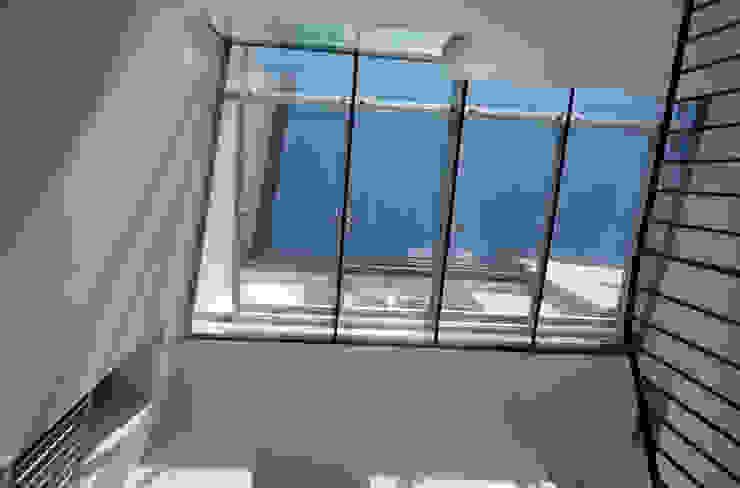 Casa Apice Bellini raffaele iandolo architetto Finestre & Porte in stile moderno