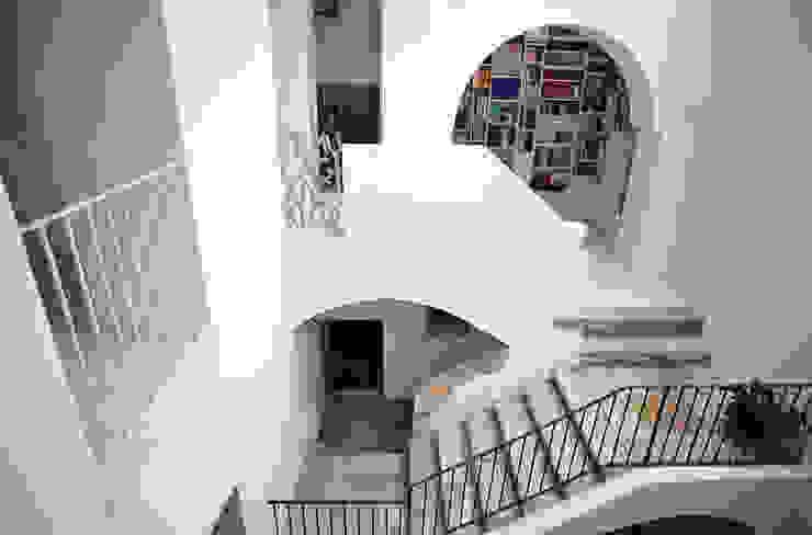 Casa Apice Bellini raffaele iandolo architetto Ingresso, Corridoio & Scale in stile moderno