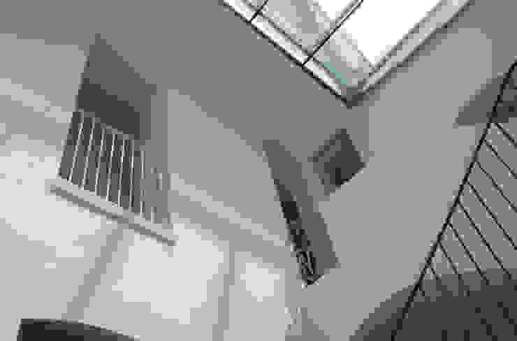 raffaele iandolo architetto 現代風玄關、走廊與階梯
