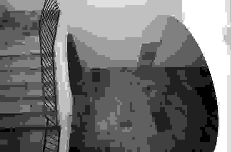 Casa Apice Bellini raffaele iandolo architetto Pareti & Pavimenti in stile moderno