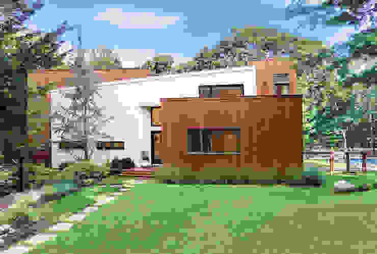 Modern Beach House, New York Modern houses by Eisner Design Modern
