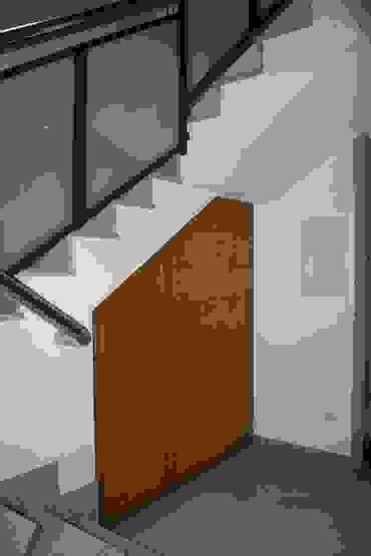 MUDEYBA S.L. Коридор, коридор і сходиЗберігання