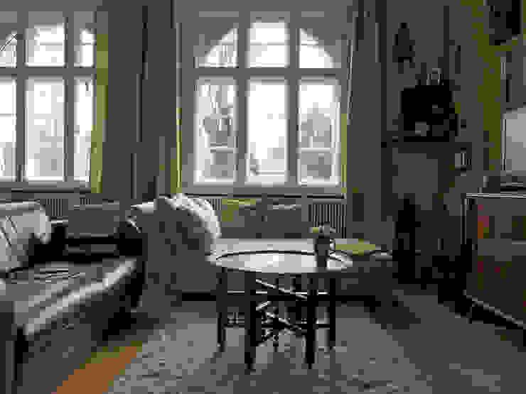 Grün im Wohnzimmer: Möbel und Wohnaccessoires für den Frühling Guru-Shop Klassische Wohnzimmer
