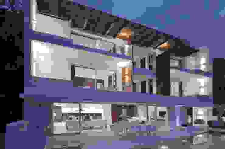 Modern home by Ingrid_Homify Modern