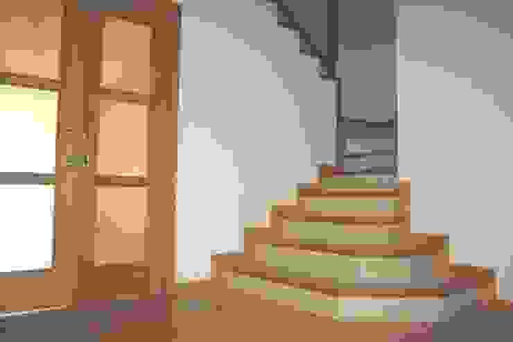 Mamperlanes de escalera Pasillos, vestíbulos y escaleras de estilo rústico de MUDEYBA S.L. Rústico
