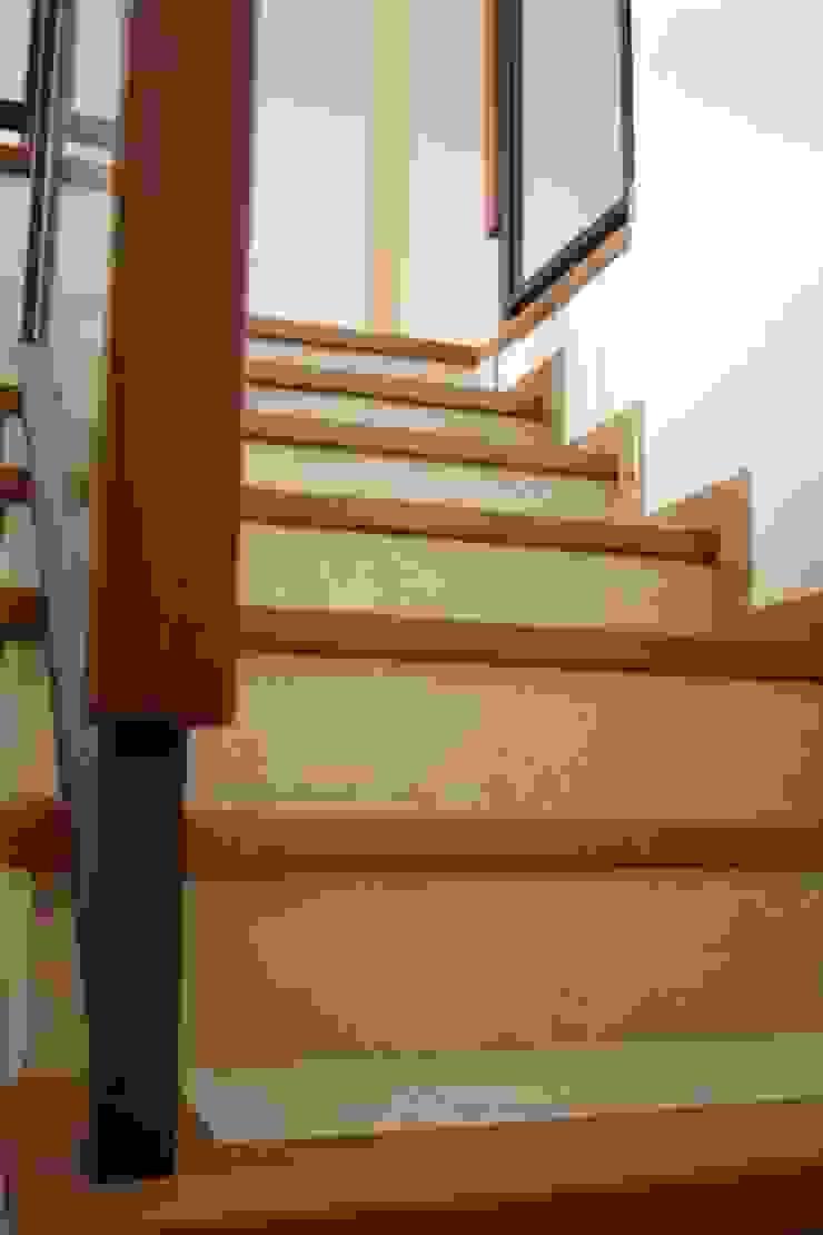 MUDEYBA S.L. Коридор, коридор і сходиСходи